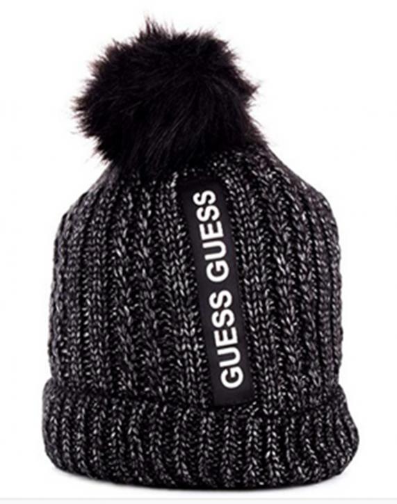 GUESS Damen Mütze mit Bommel und GUESS logo  schwarz
